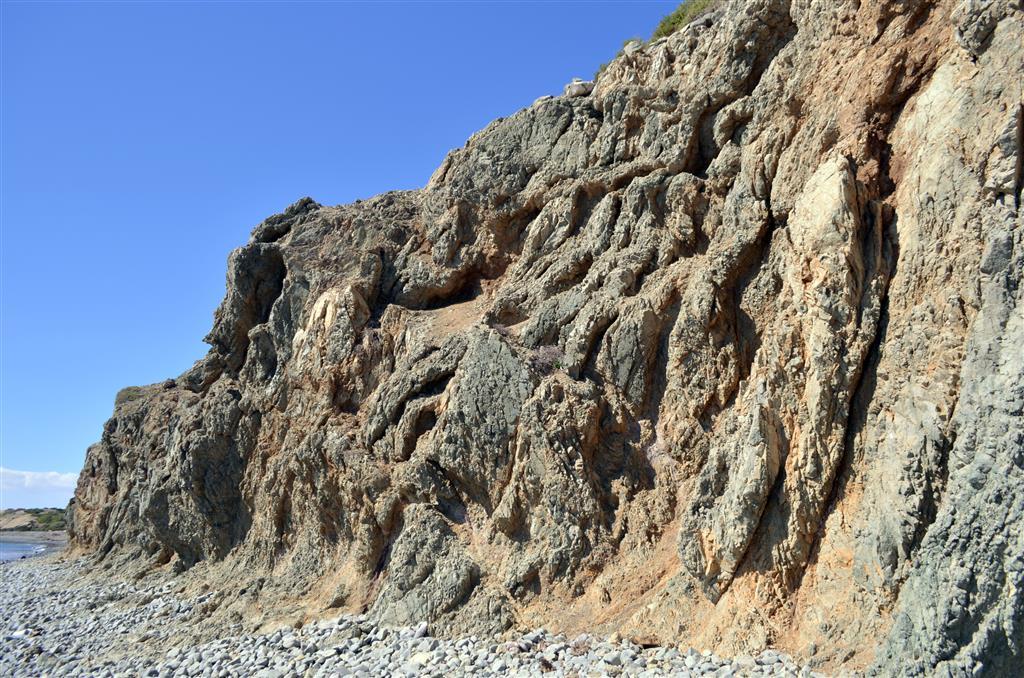 Aspecto en el año 1998 de la Sala del Vestíbulo de la Cueva de Nerja, en la zona donde se realizaron las excavaciones (foto Jesús F. Jordá Pardo)