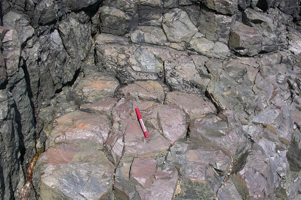 Detalle de los prismas hexagonales de la columnata de basaltos de Verdicio.
