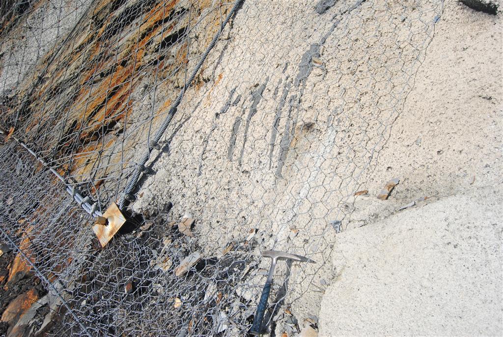 Detalle del gunitado parcial que complementa al bulonado y mallado