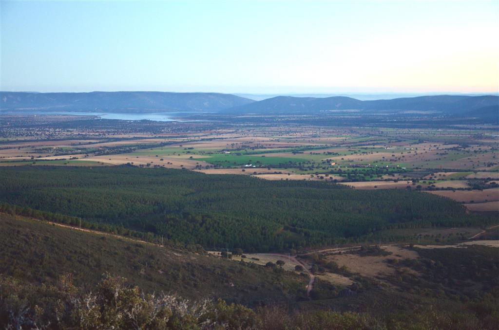 La línea de cumbres del sector meridional de los Montes de Toledo desde el Risco de las paradas