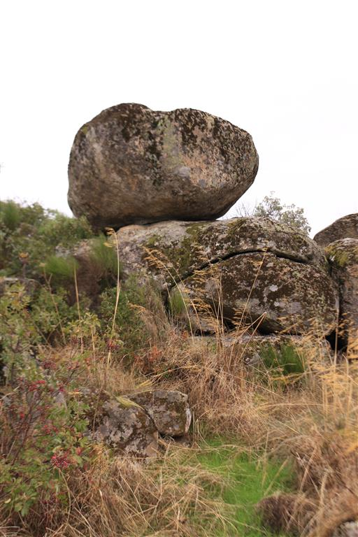 Piedra caballera formada sobre granito (Aldeadávila de la Ribera)