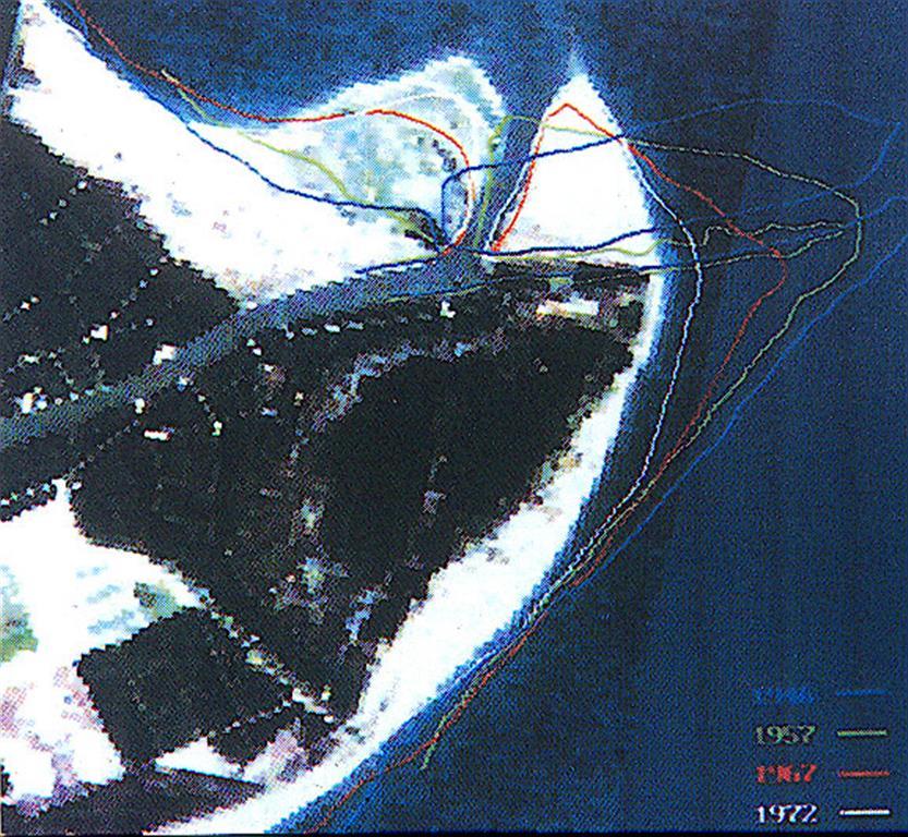 Evolución reciente de la línea de costa (sobre una imagen satélite).