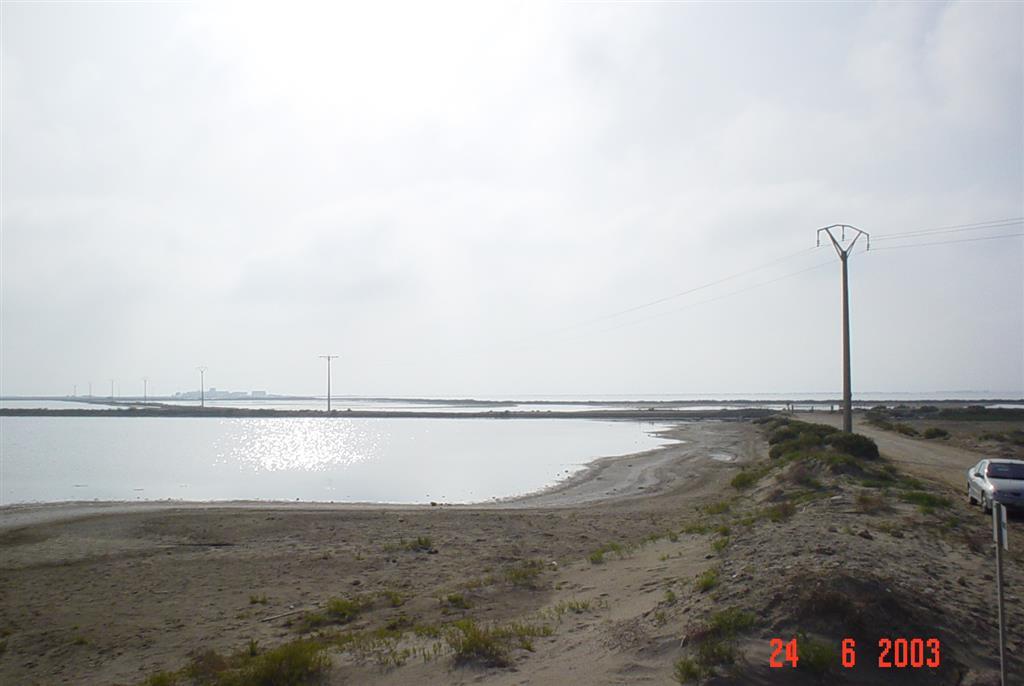 Vista general del complejo de salinas de la península de La Banya.