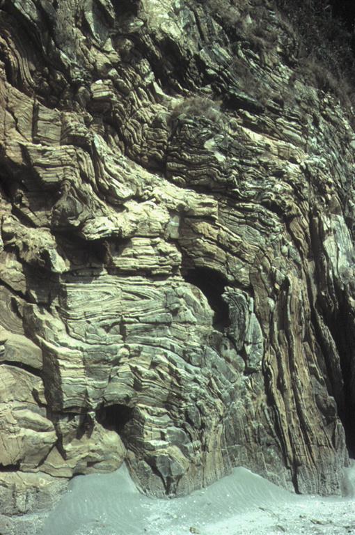 Pliegues isoclinales doblados por pliegues levantados en los Gneises de Cariño, unidad alóctona de la Capelada, en la Península de Masanteo, al sur de Cariño