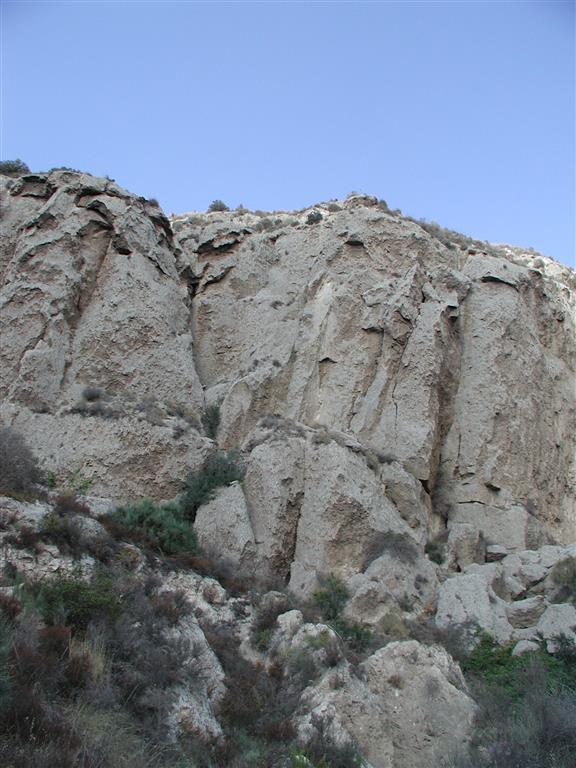 Imponente estrato yesífero en la base del Miembro Yesares (Los Molinos)