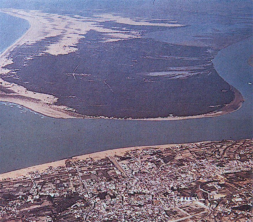 Vista aérea oblicua de la flecha de Doñana desde Sanlúcar de Barrameda