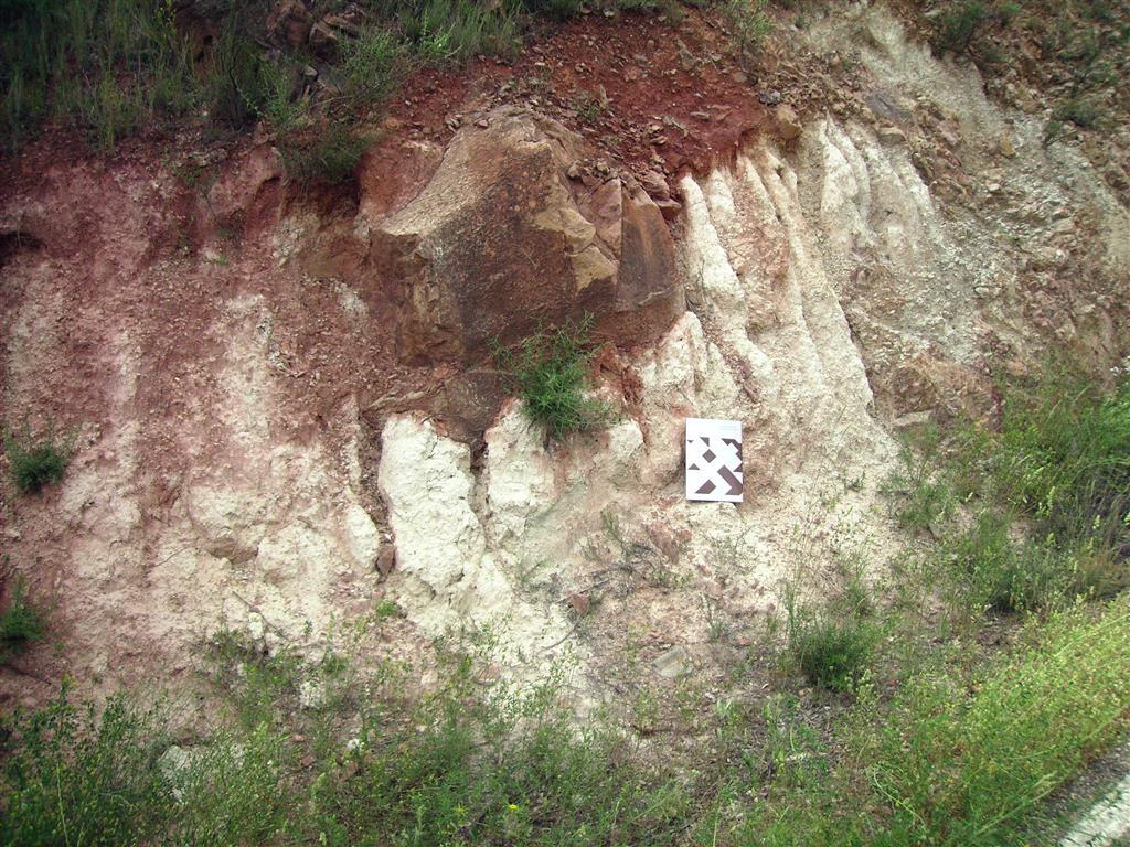 Detalle de la salbanda de la falla anterior en la margen derecha de la rambla de Valdemiedes.