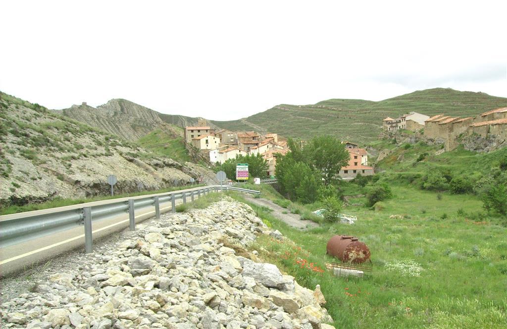 Fm Calizas de Villarroya de los Pinares. (Aptiense inferior) en su localidad tipo. Villarroya de los Pinares.