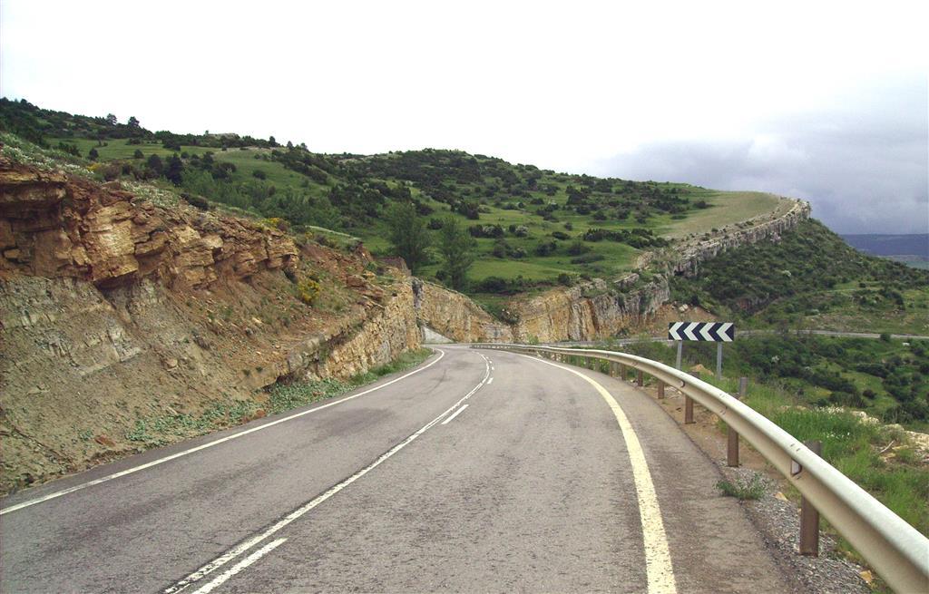 Panorámica de la Fm Calizas y margas de Mosqueruela (Albiense-Cenomaniense). Puerto de Villarroya.
