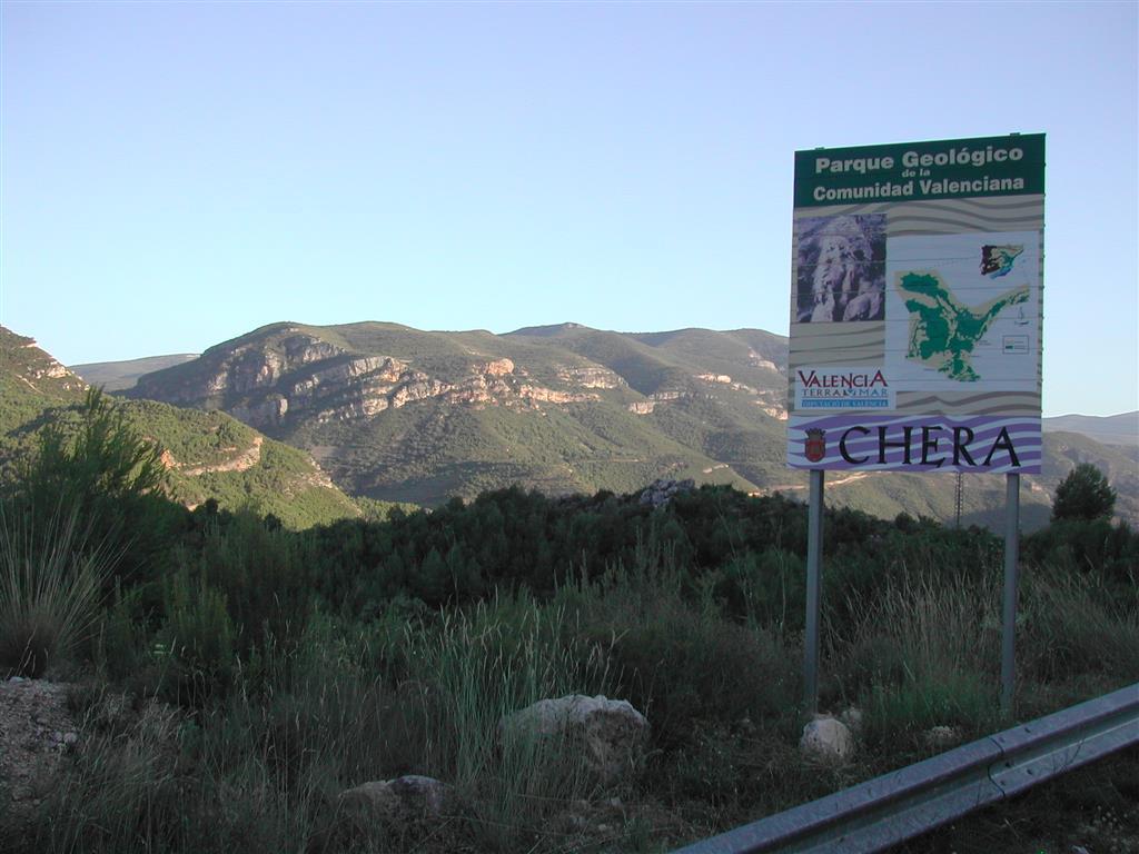 (676.295, 4.383.777; ETRS89 y huso 30). Entrada al Parque Geológico de Chera.