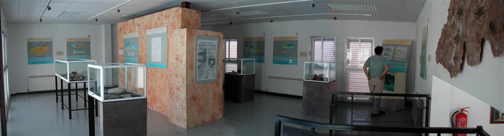 (674.029, 4.384.635). Panorámica de la sala principal del museo geológico de Chera.