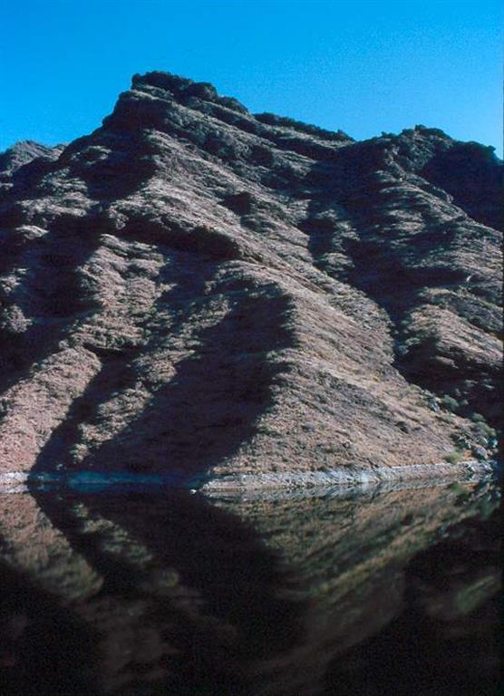 Cone Sheet. Vista del paquete de diques inclinados en Presa del Parralito