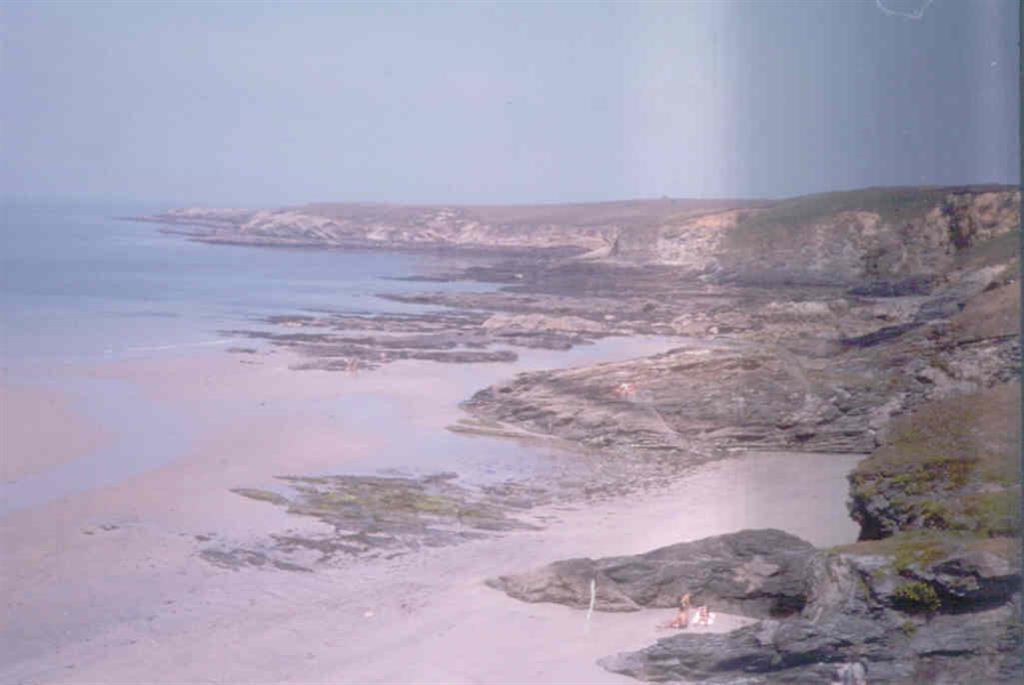 Durante el Plio-Pleistoceno se formó la rasa sobre la cual se encuentran depósitos marinos y continentales.