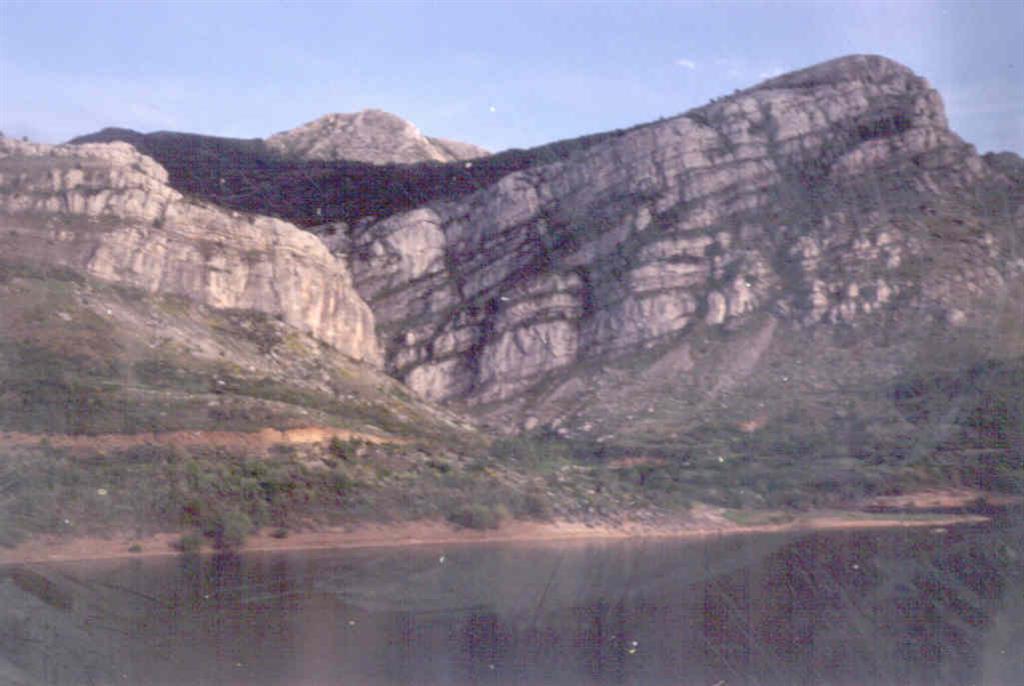 Sección del Pantano de Barrios de Luna.