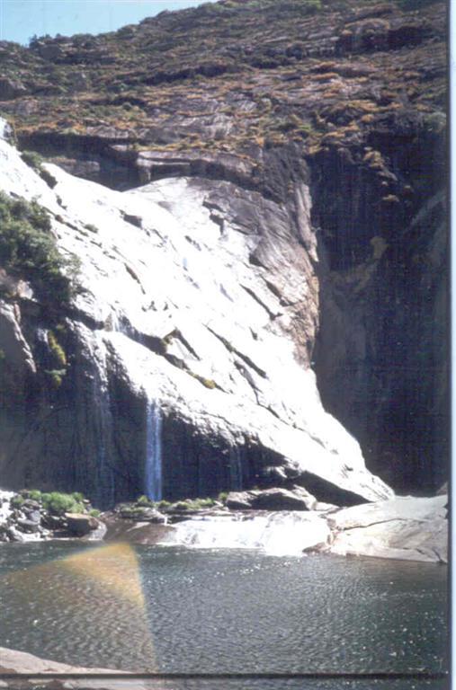 Cascada en el Xallas. El caudal es relativamente pequeño debido al desvío que sufren las aguas hacia la central eléctrica.
