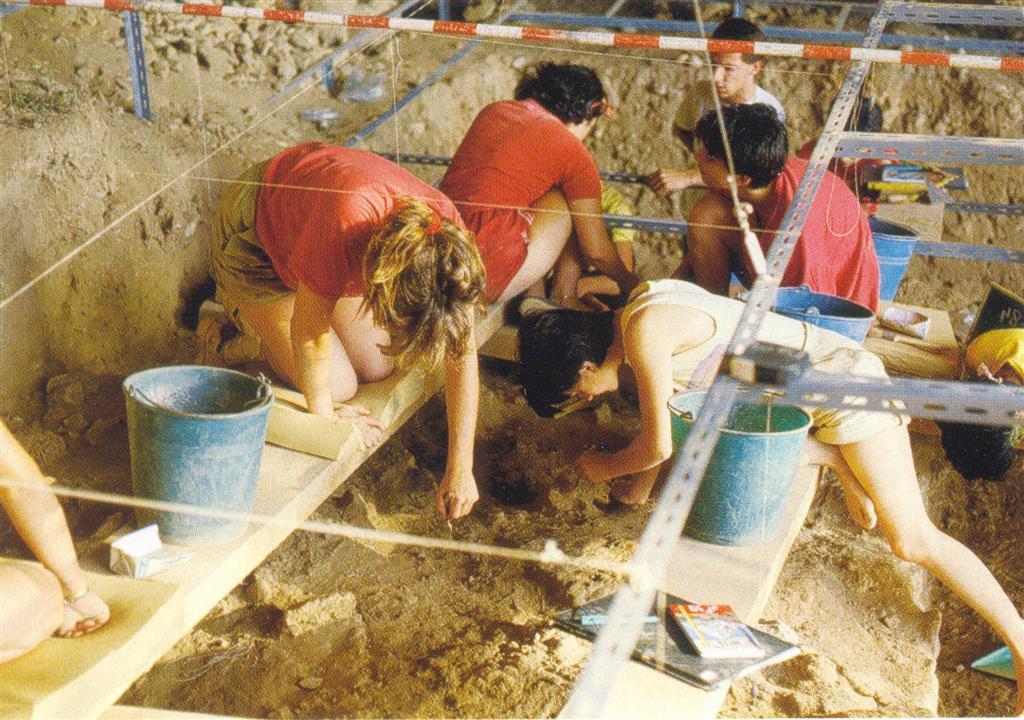 Cova Negra, excavación del sector O, estrato III (tomada de Villaverde, V. 2001)