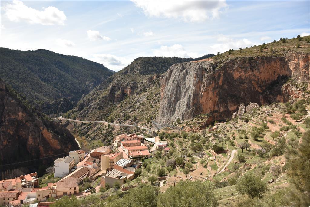 IELIG - PT010: Resaltes rocosos de Los Picarzos y toba de Ayna