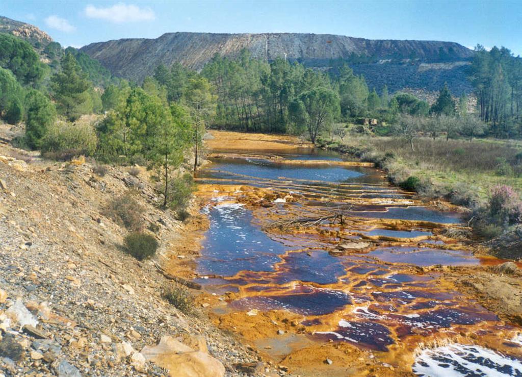 Vista del río Agrio o Tintillo y su coloración.