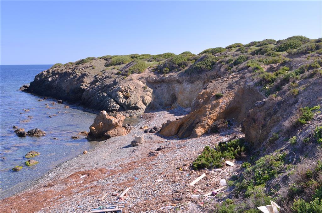 La Mina, vertiente norte de la isla junto al puerto
