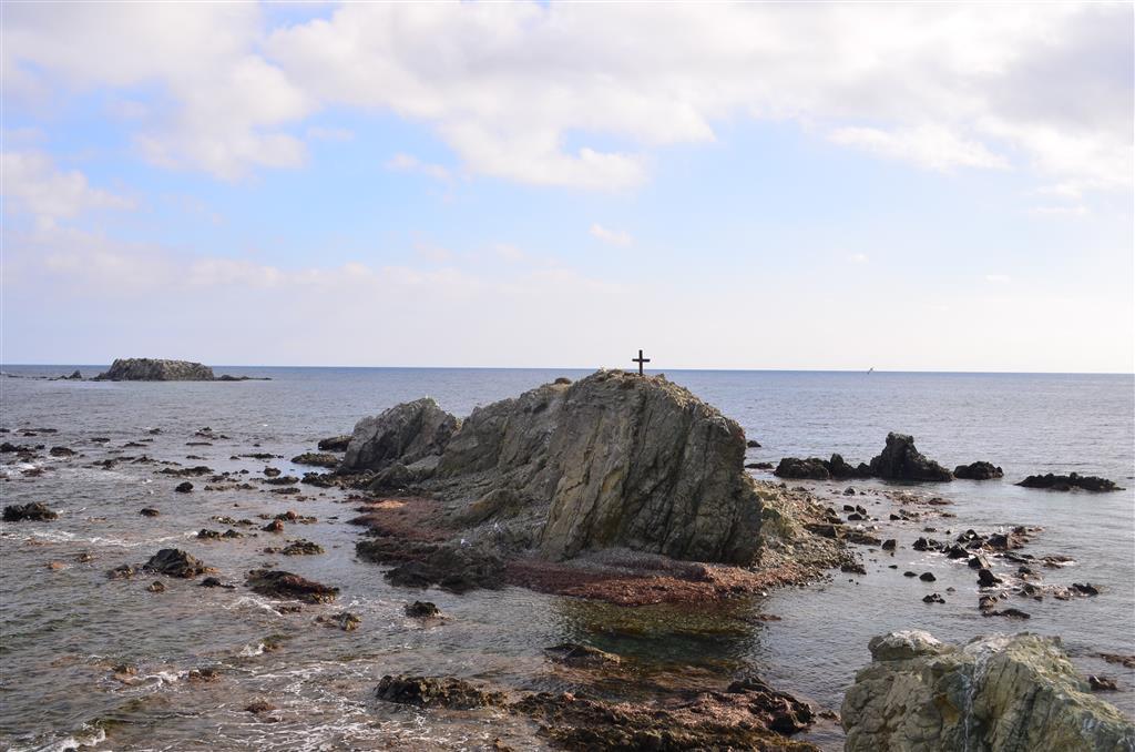 Islote de La Naueta (primer término) y Els Farallons (al fondo). Extremo oriental de Tabarca