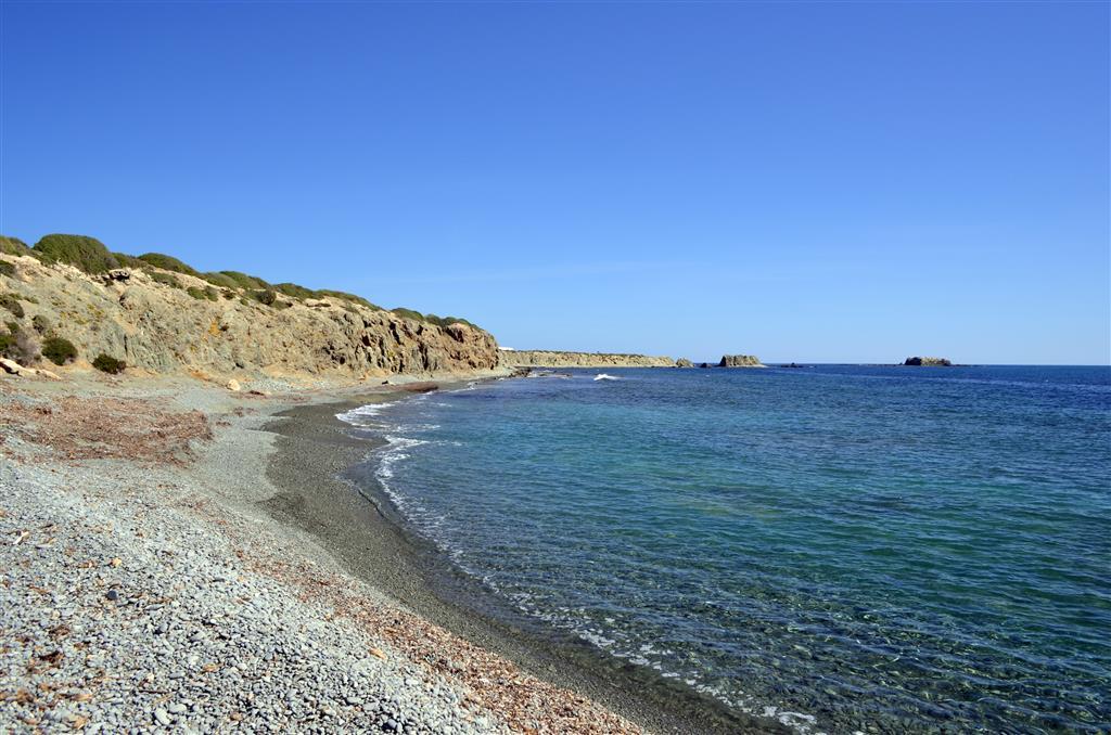 Extremo suroriental de la isla. Playas de cantos.