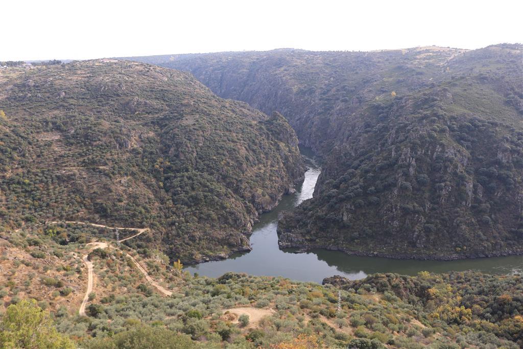 La sinuosidad de Las Arribes desde el mirador de Picote (Portugal).