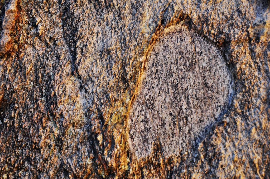 Afloramiento 1 (principal): Superficie pulida de los granitos de Juzbado.