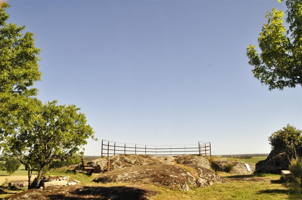 Afloramiento 2: Aspecto del Mirador  de la Peña del Castillo sobre los granitos de Juzbado