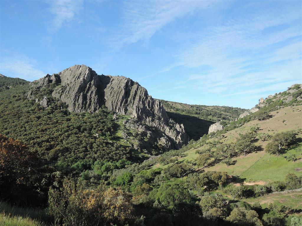 Espectacular pliegue y cluse en las ortocuarcitas del Arenigiense.