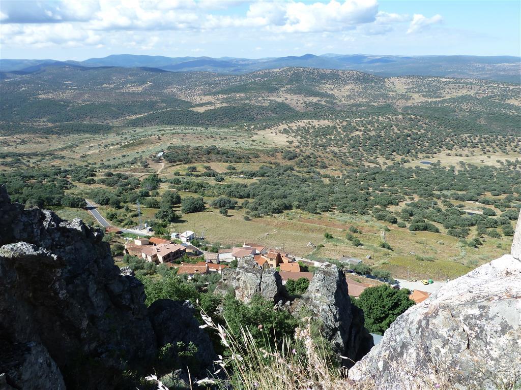 Bloque levantado de Garciaz desde el castillo de Cabañas del Castillo.