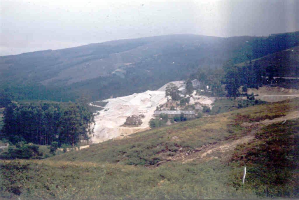Mina de San Finx. Vista general del lavadero y escombreras.