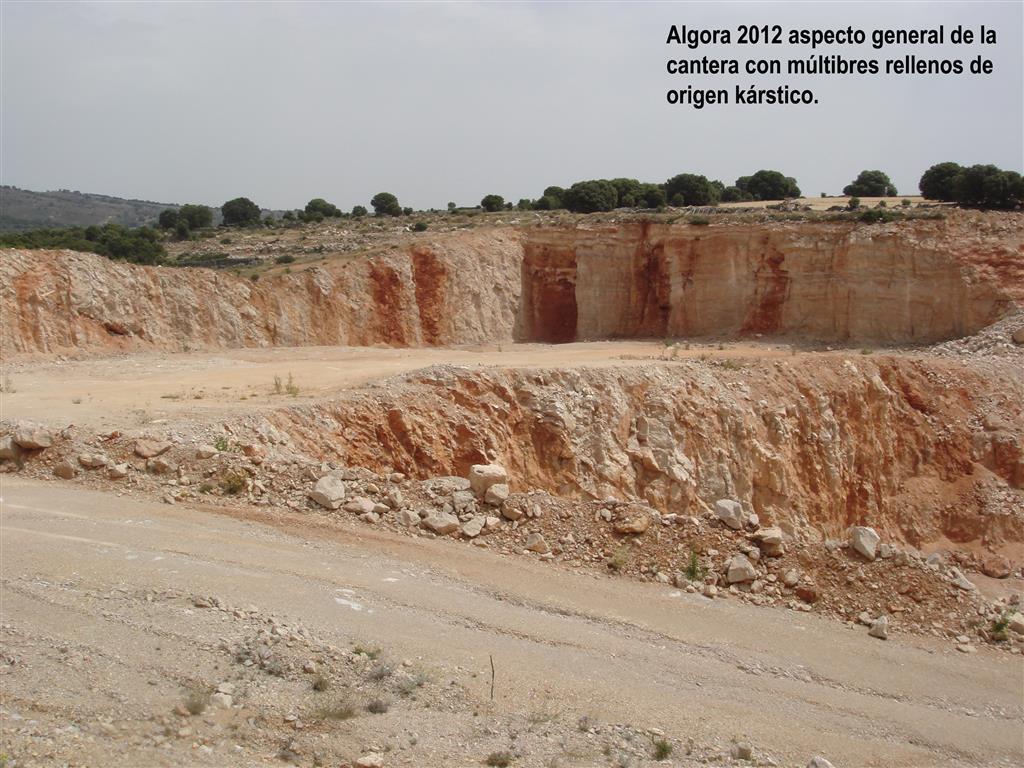 Algora 2012. Aspecto general de la cantera con múltiples rellenos de origen kárstico