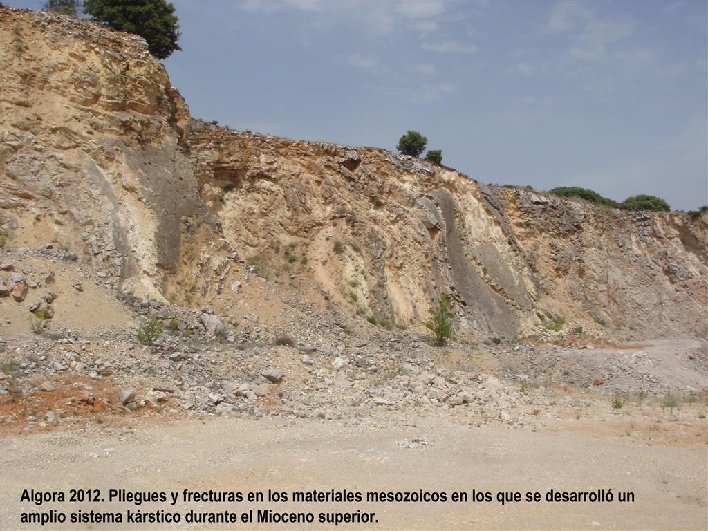 Algora 2012. Pliegues  fracturas en los materiales mesozoicos en los que se desarrolló un amplio sistema kárstico durante el Mioceno superior